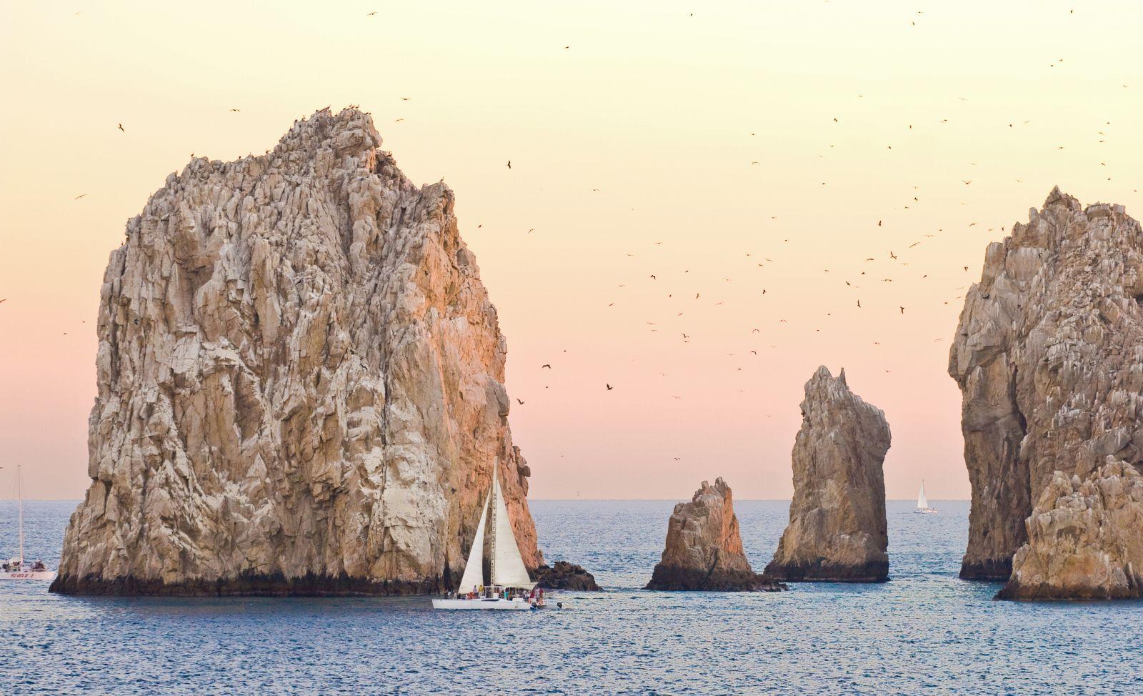 Abendstimmung an der Südspitze der Halbinsel mit der Felsformation Los Arcos. ©Vivid Pixels/AdobeStock