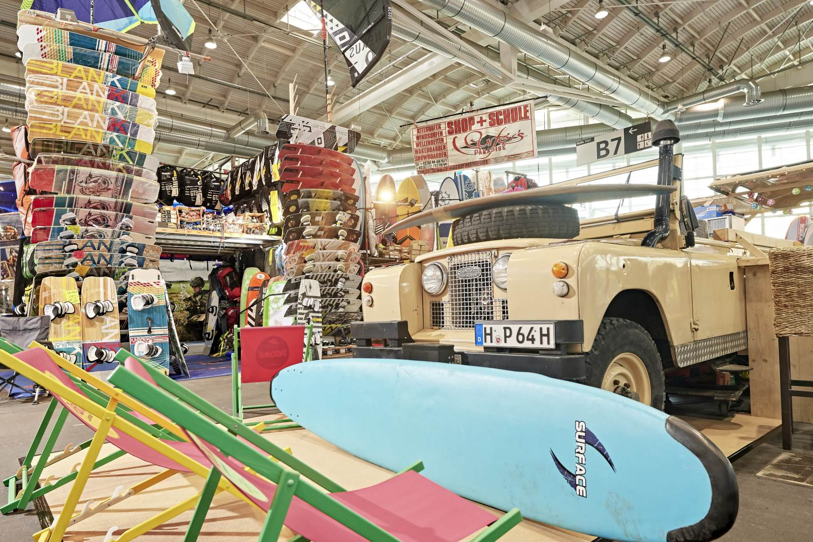 Auch Ausrüstungen für andere Wassersportarten sind auf der Messe vertreten wie SUP, Wellenreiten, Kite-Surfen und Tauchen.