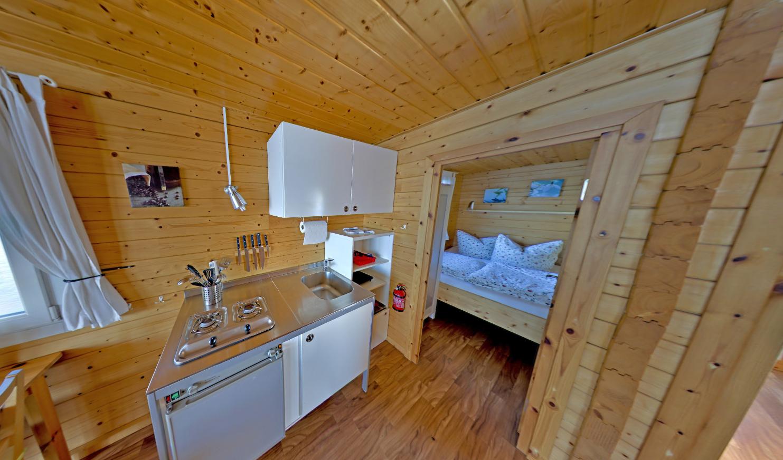Innen verfügen die Hausboote über eine vollausgestattete Küche und mit Heizung oder Ofen lässt sich die Nebensaison ausdehnen.