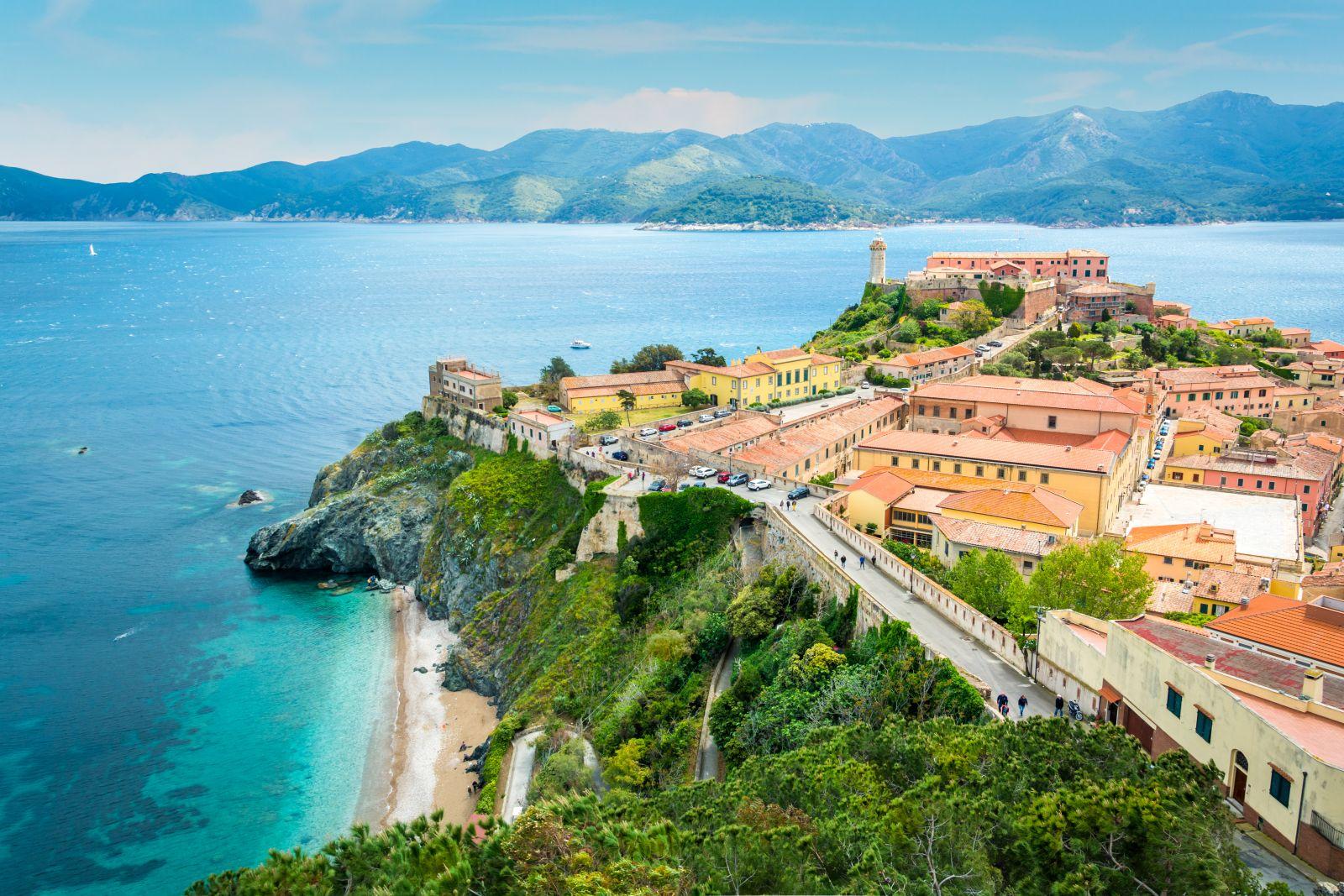 Auch die Hauptstadt der Insel liegt direkt an der Küste, Portoferraio. ©e55evu/AdobeStock