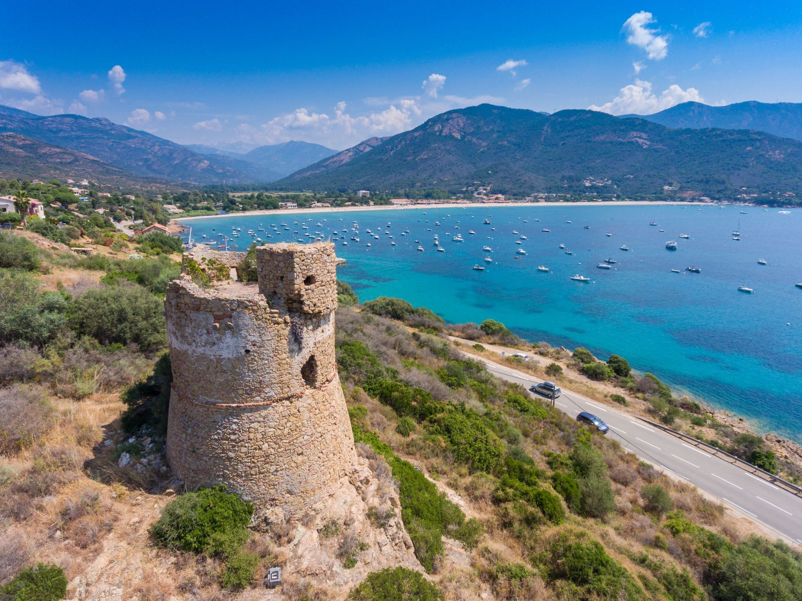 Von Sardinien und der Toskana aus können erfahrene Segler auch Korsika ansteuern. ©Martin/AdobeStock