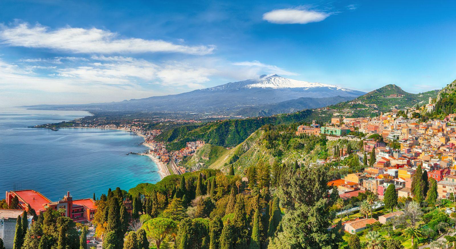 Auf Sizilien lässt es sich auch gut wandern, immer mit Ausblick auf den Ätna. ©pilat666/AdobeStock