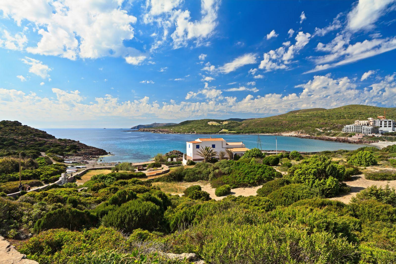 Auf der kleinen Insel San Pietro südwestlich von Sardinien geht es noch ruhig zu. ©Antonio Scarpi/AdobeStock