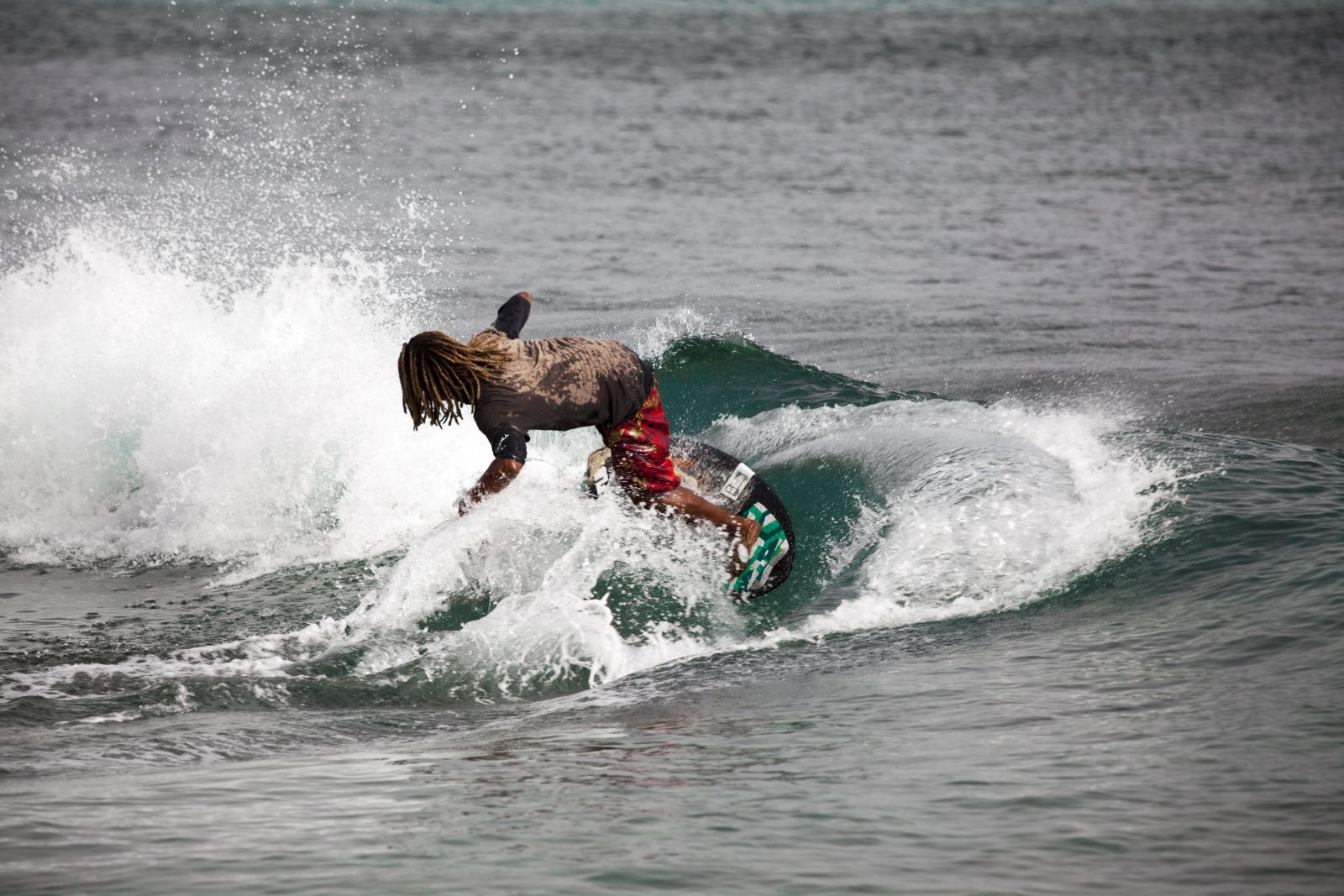 Surfer haben die Kapverdischen Inseln in den 70-Jahren als Urlaubsziel entdeckt, vor allem Sal. ©Maria Cherevan/AdobeStock