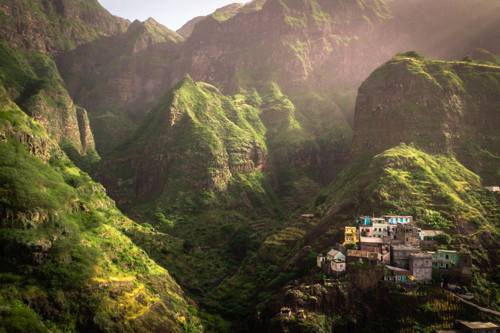 Die Berge von Santo Antão sind ein grünes Paradies, ideal zum Wandern. ©Ulrich/AdobeStock