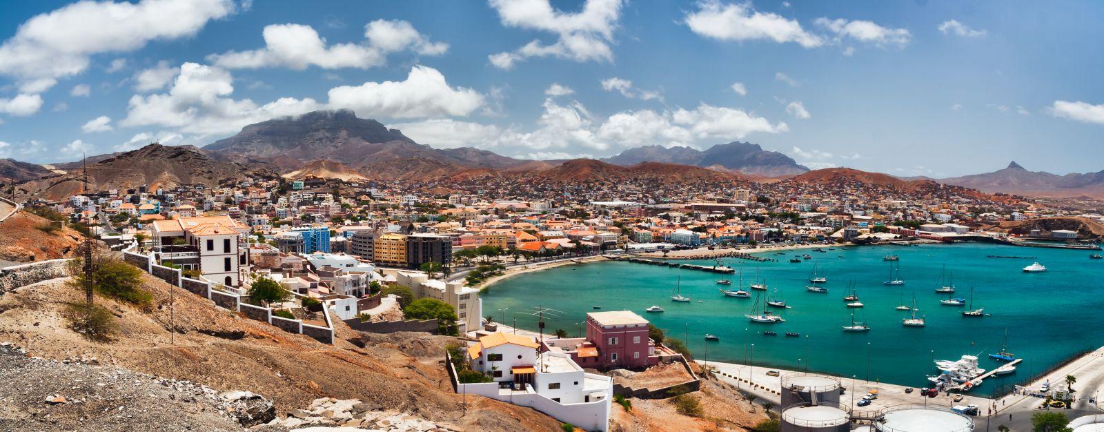 Mindelo auf Sao Vicente ist die zweitgrößte Stadt des Landes und ihr kulturelles Zentrum. ©Frankix/AdobeStock