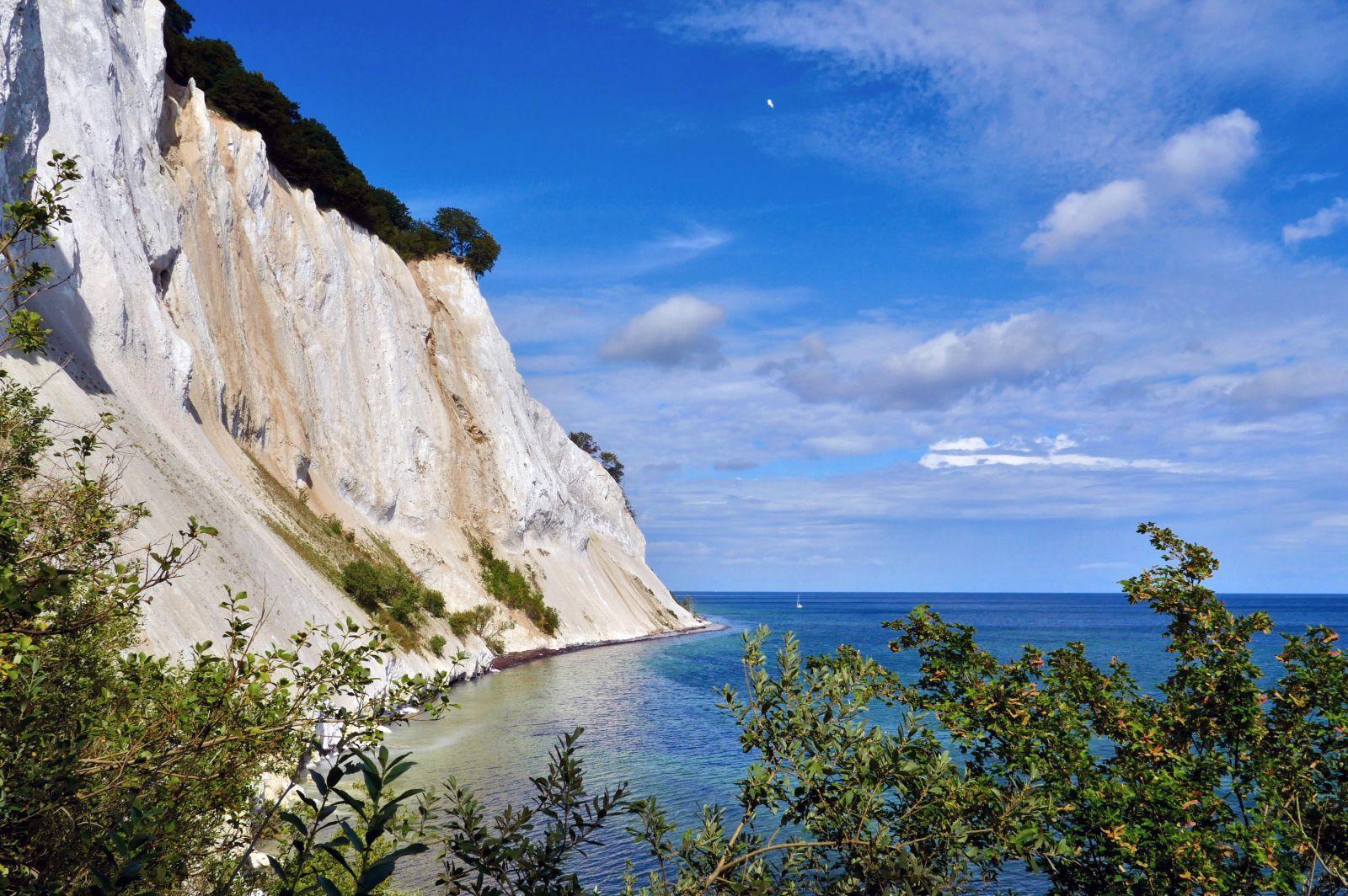 Vom Wasser aus hat man den besten Blick auf die etwa 130 Meter hohe Steilküste der Insel Møn. ©Manel Vinuesa/AdobeStock