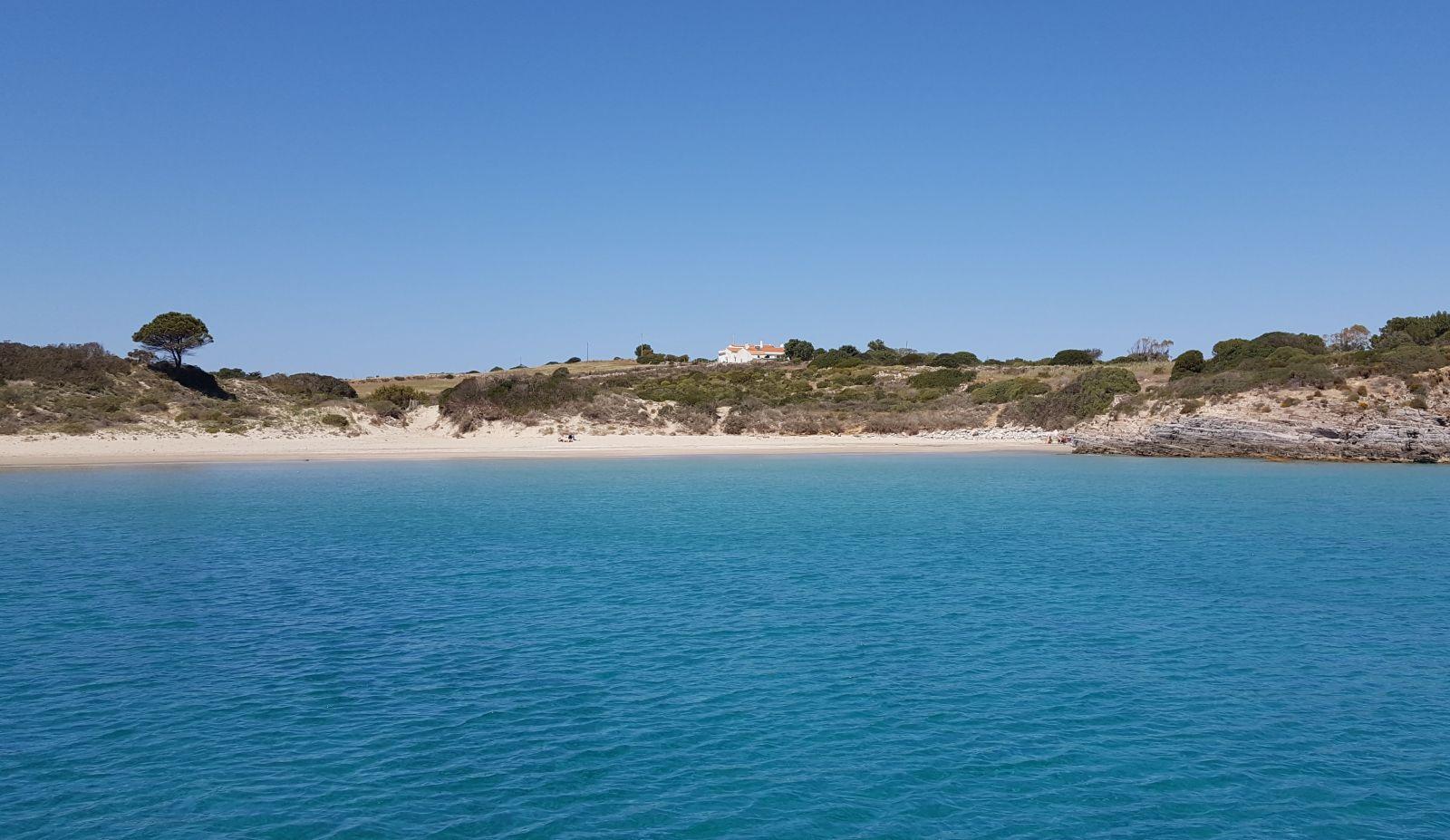 Wie an der Costa Smeralda  gehören auch im Süden und Osten lange Sandstrände zur Küstenlandschaft. ©1aYachtcharter GmbH