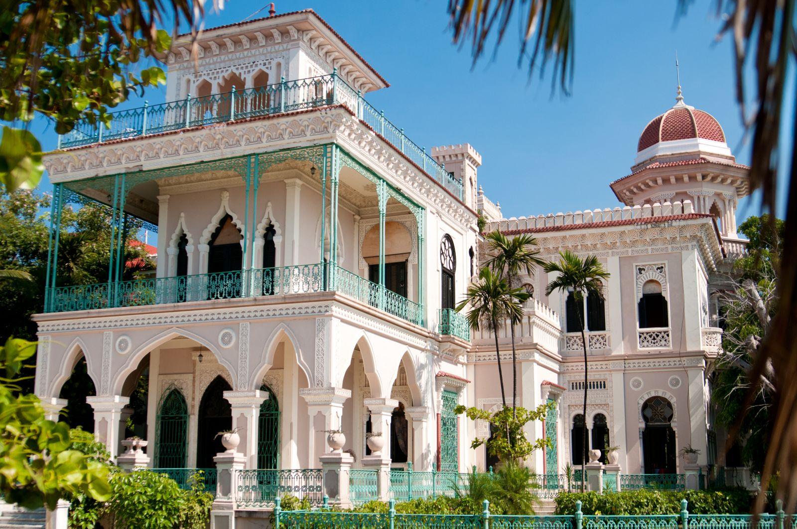 Auslaufhafen ist die Marina in Cienfugos. Die Stadt an der Südwestküste ist Teil des Weltkulturerbes aufgrund ihrer einzigartigen Altstadt. ©dyvan/AdobeStock