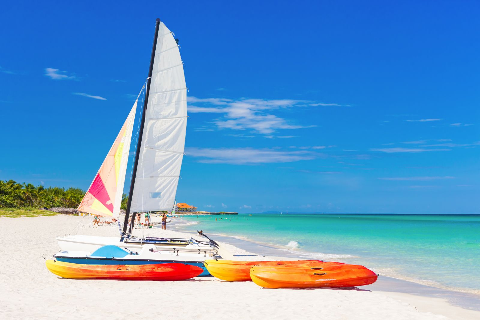 An Kubas Küsten und auf den Inseln gibt es viele weißsandige Strände. Im klaren Wasser lässt es sich gut Schnorcheln und die Temperatur ist ganzjährig angenehm zum Baden. ©kmiragaya/AdobeStock