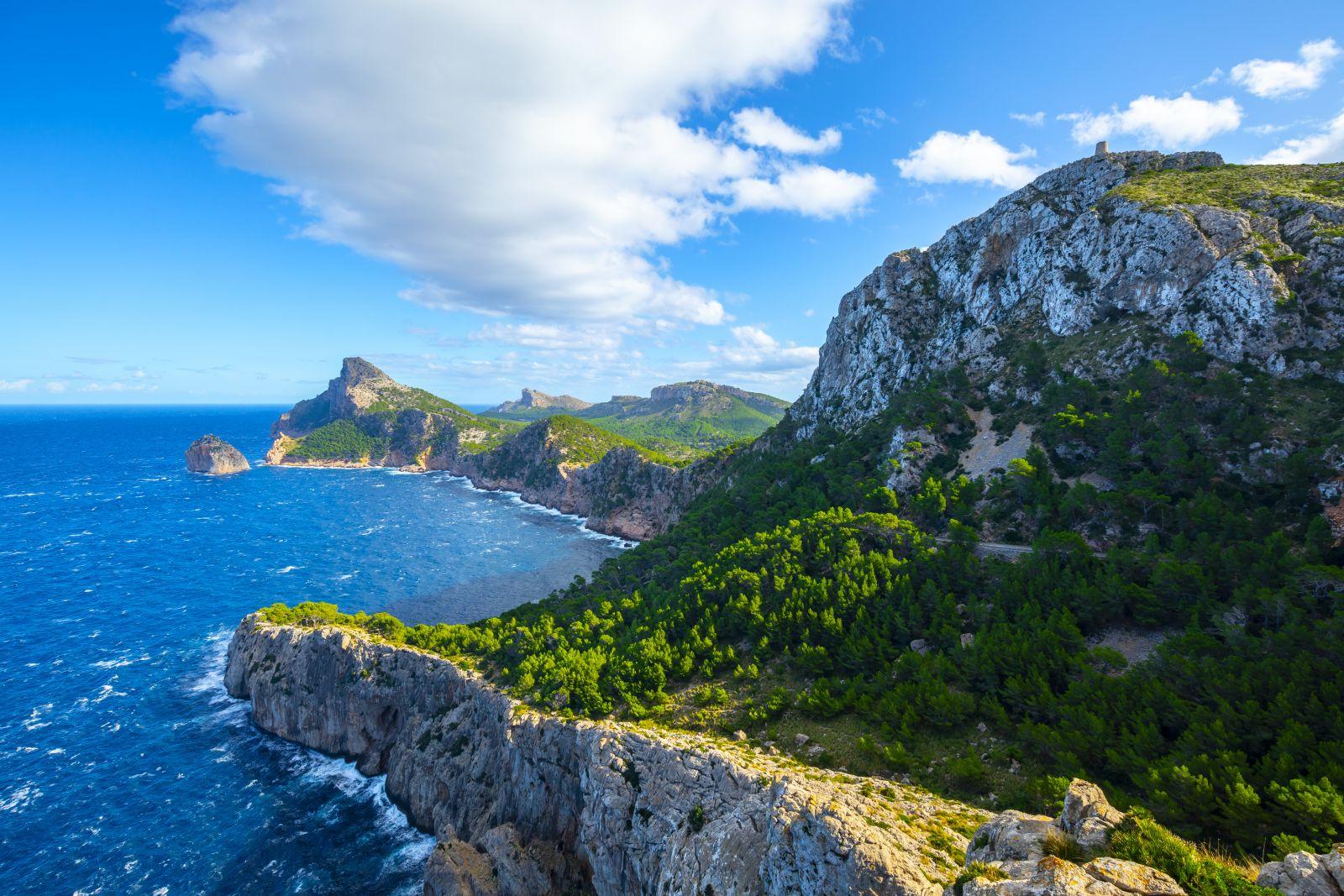 Im Norden kann man sich am Kap Formentor tolle Ausblicke verschaffen. ©Aleh Varanishcha/AdobeStock