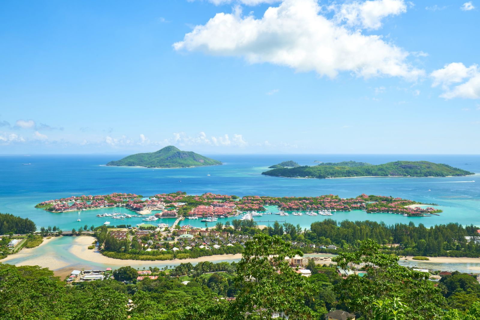 Blick auf die künstlich angelegte Insel Eden Island mit der Marina. ©LR Photographies/Fotolia