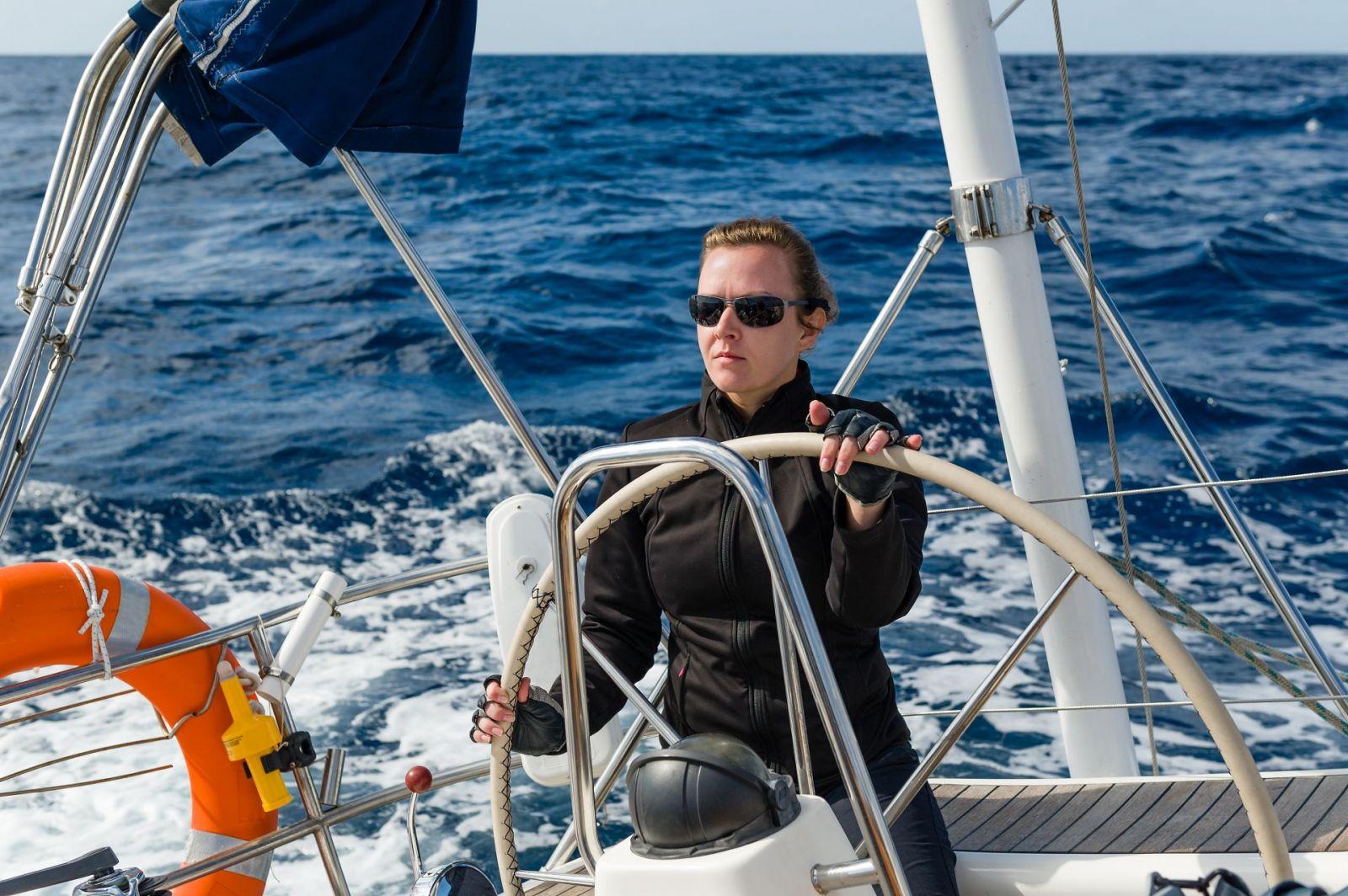 Neben angehenden Skippern ist das Training auch gut für Segler geeignet, die ihre Skipperkenntnisse wieder auffrischen oder erweitern möchten. ©AlexanderNikiforov/AdobeStock