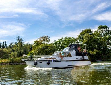 Hausbooturlaub: Boot chartern ohne Führerschein